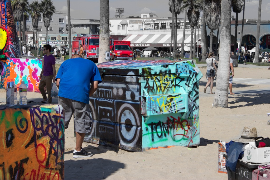 Boombox black and white art walls venice beach