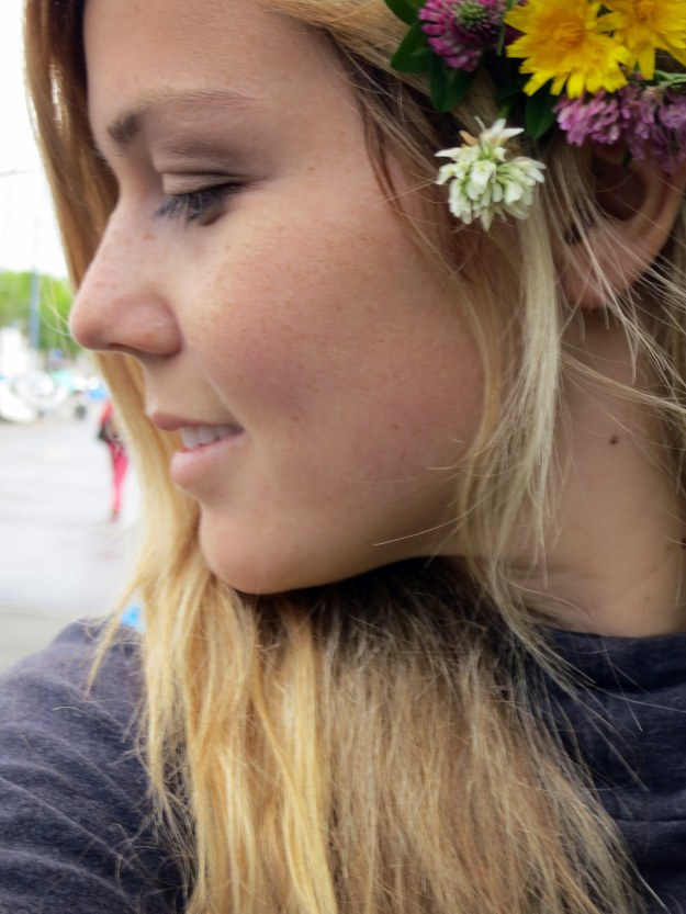 Solo travel breeds selfies... and floral accessories.